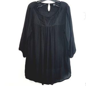 0X Torrid Black Gauze & Lace Peasant Top